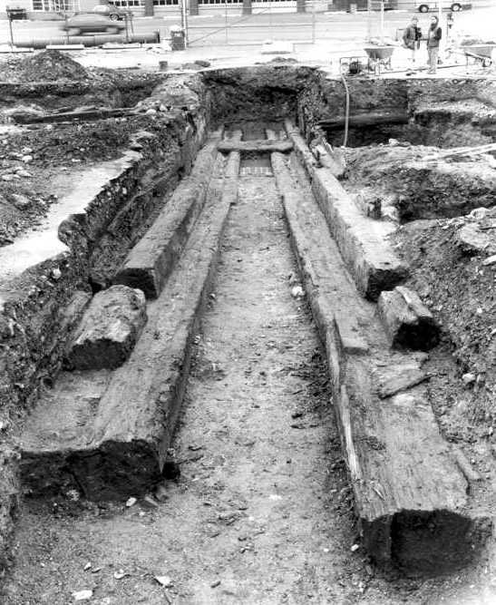 The West shipway discovered in the 1980s. From The Buried Past: An Archaeological History of Philadelphia (Philadelphia, PA: U. of Pennsylvania Press, 1993).