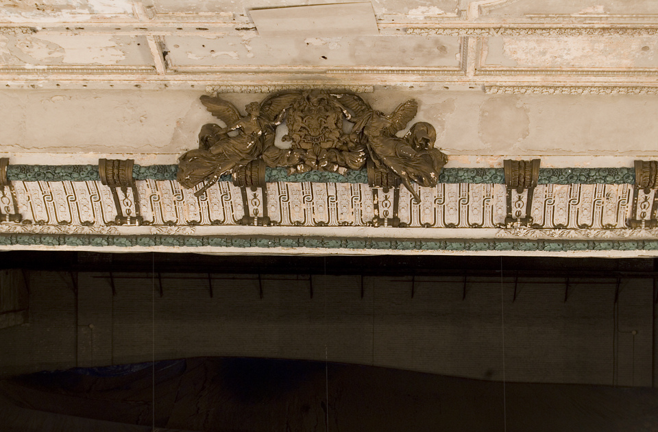 Detail on the proscenium arch | Photo: Chandra Lampreich