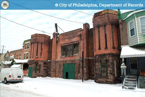 The armory's facade, pre-restoration, 2005 | Source: PhillyHistory.org