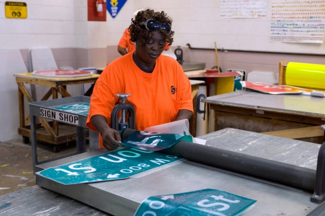 Streets employee Antoinette Simmons prepares the new sign for the 800 block of Fernon Street in South Philadelphia | Photo: Bradley Maule
