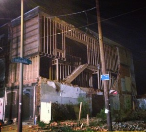 325 W. Girard Ave., moments after its wall collapsed onto the lot next door | Photo: Theresa Stigale