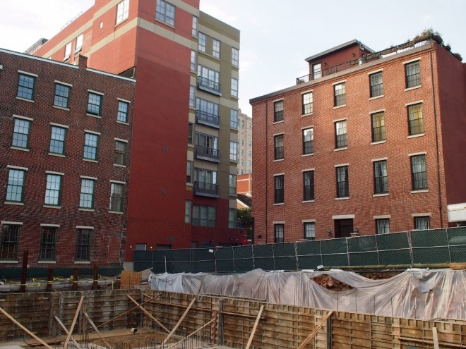 The Indian parcel is just beyond the green fence behind the five row houses under construction on Walnut St. The Moravian on left in background, Bouvier on right | Photo: Nathaniel Popkin