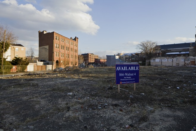 Vacant lot at 5th and Thompson Streets | Photo: Peter Woodall