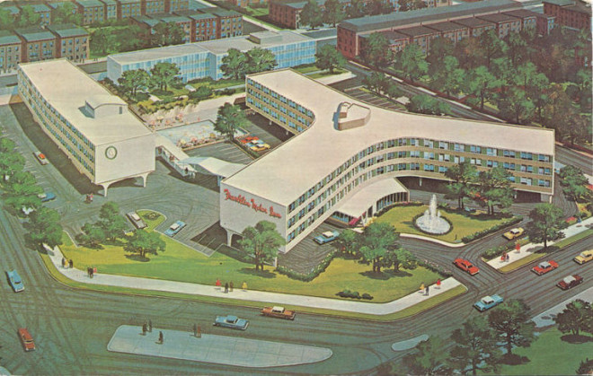 Postcard image of the Franklin Motor Inn in its mid-century heyday