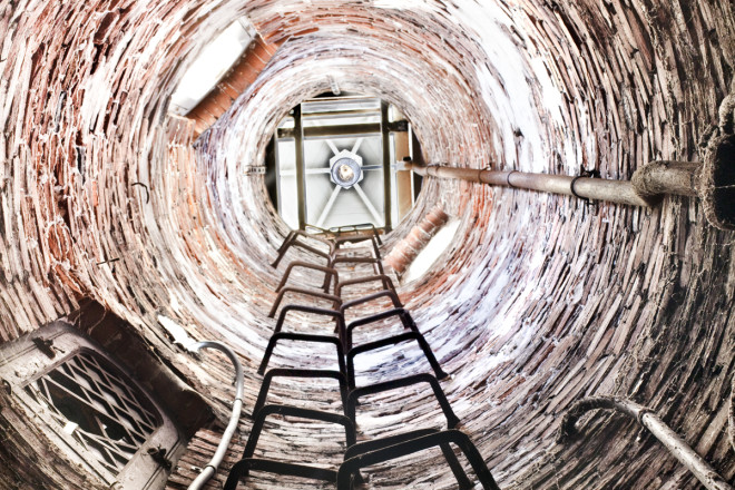 Looking up toward the lighthouse beacon | Photo: Peter Woodall
