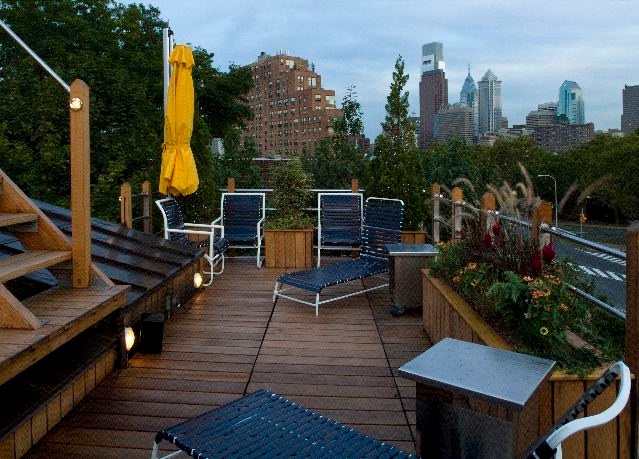 Rooftop Paradise: A Nautical-Inspired Deck on the Parkway