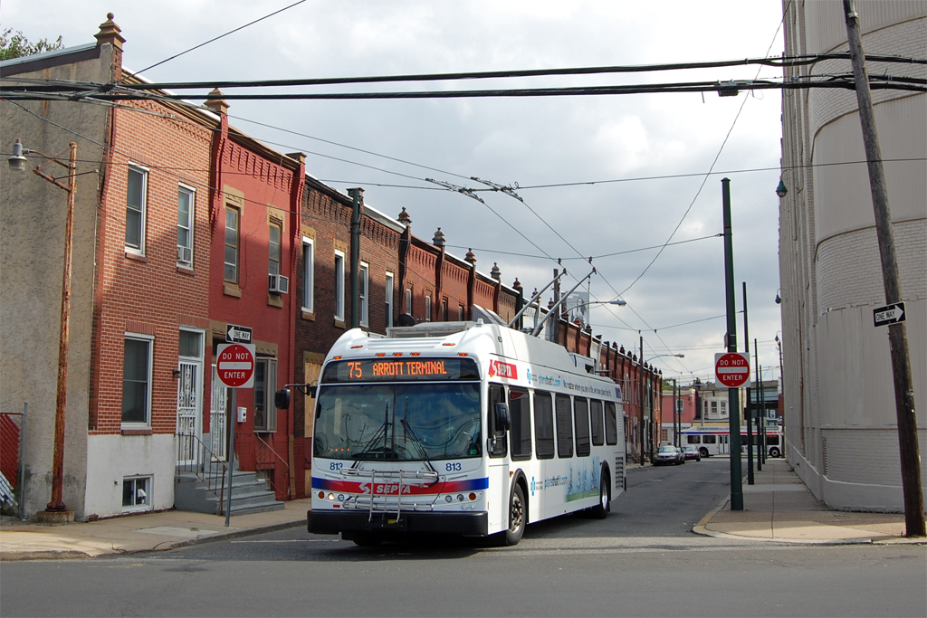 SEPTA refuses to order enough electric trolleybuses to serve South Philadelphia | photo: Mike Szilagyi