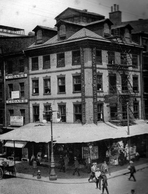 A c. 1917 image of 301 Market.