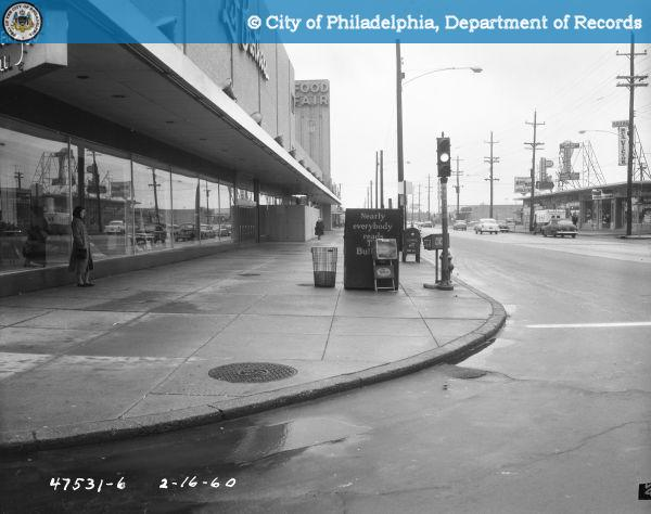 ...as can be seen in this 1960 photo focusing on a newsstand on the corner in front of Lits.
