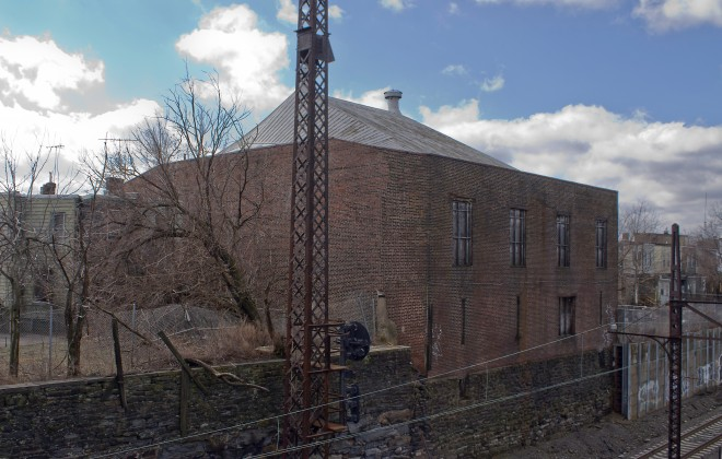 Rear of the armory facing the railroad tracks. Check out the roof. | Photo: Richard Gonzalez