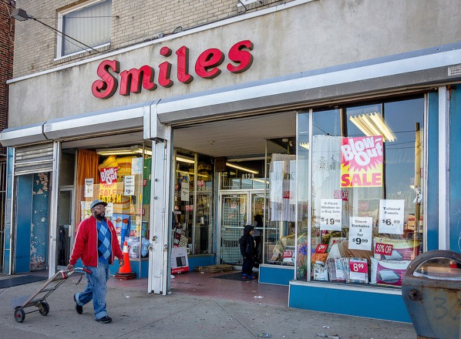 Smiles linen store | Photo: Theresa Stigale