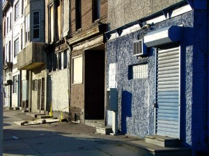 323–329 W. Girard Ave., circa 2004; Aqua Lounge far right | Photo: Bradley Maule