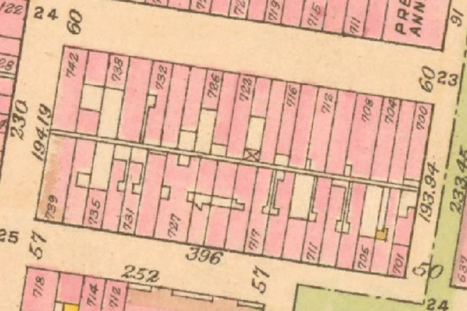 This 1910 Bromley Atlas shows the 700 block between Walnut and Sansom, clearly illustrating the pedestrian alley in the rear of the buildings. | G.W. Bromley and Co. Atlas of the City of Philadelphia, 1910