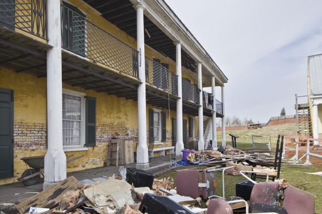 Fort Mifflin's Officers' Quarters building before last Sunday's cleanup | Photo: Peter Woodall
