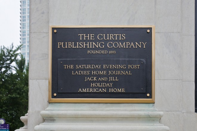 The cast bronze plaque at the Curtis Center, 6th and Walnut | Photo: Peter Woodall