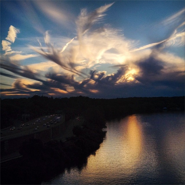 A mares' tails sunset over the Schuylkill in Fairmount Park | Photo: @mauleofamerica