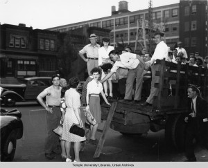 Factory employees brought home by truck during the PTC strike | Photo: Temple Urban Archives
