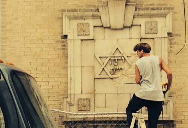Chipping off a Star of David at the former B'Nai Reuben synagogue | Photo: Rob Kopf