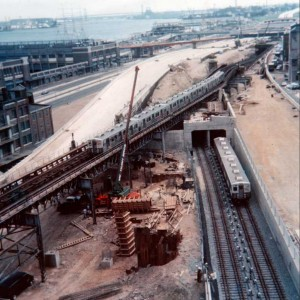 The construction of I-95 and the relocation of the Frankford EL immediately south of Race Street. Photo was taken from the Benjamin Franklin Bridge, looking south.