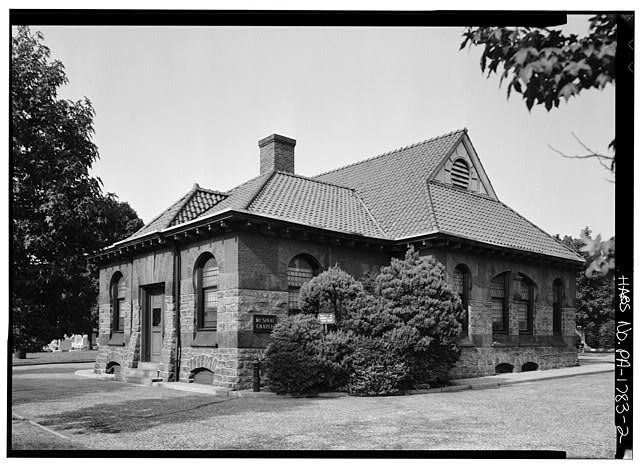Mount Sinai Cemetery Chapel and Mortuary  Oblique view | East Elevation (Front) and North (Side) Photo | Library of Congress (HABS)