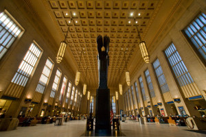 Walker Hancock intentionally chose the eastern colonnade of the station waiting room to locate his tall PRR WWII memorial | Photo: Bradley Maule