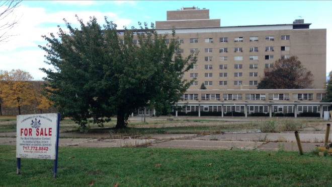 The Eastern Pennsylvania Psychiatric Institute at 3232 Henry Avenue has sat vacant since 2013. | Photo: Brian Hickey, for NewsWorks