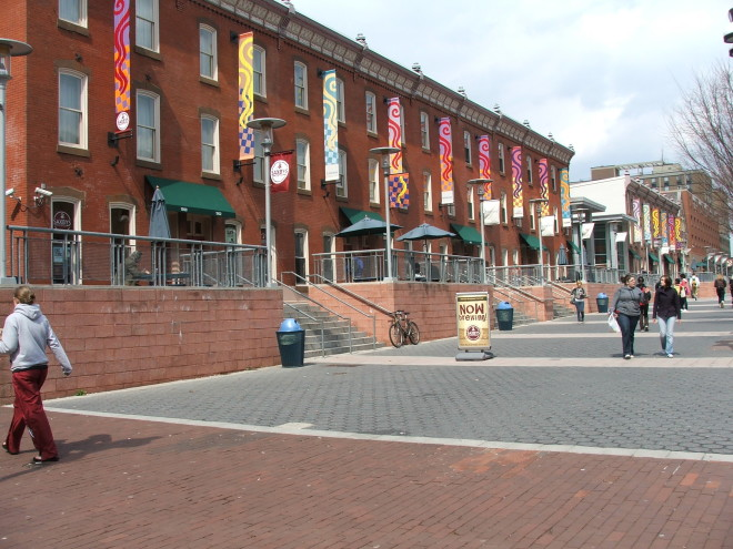 Liacouras Walk, just east of North Broad Street | Photo: via Unigo.com