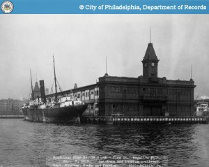 River side of Pier 19 North, also known as the Vine Street Pier, in 1919 | From phillyhistory.org.