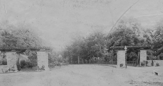Stotesbury Gates c. 1901 | Photo: Courtesy of the Germantown Historical Society