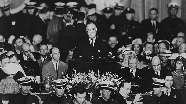 Franklin D. Roosevelt accepts his renomination as the Democratic candidate for president at the University of Pennsylvania's Franklin Field , June 27, 1936 | Photo: Franklin D. Roosevelt Presidential Library and Museum