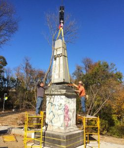MC & GYCo, lowering the boom, securing the monument | Photo: Marco Federico, Materials Conservation