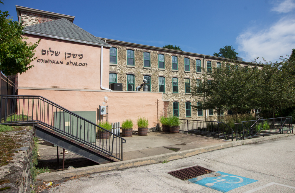 A Reconstructionist Synagogue Weaves Itself Into Manayunk's Industrial Fabric